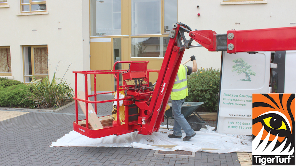 installer loading cherry picker