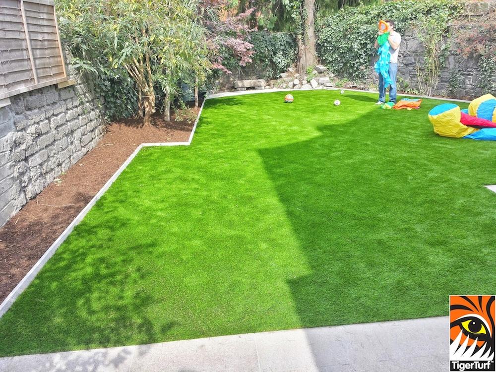 synthetic grass in family garden 72.jpg