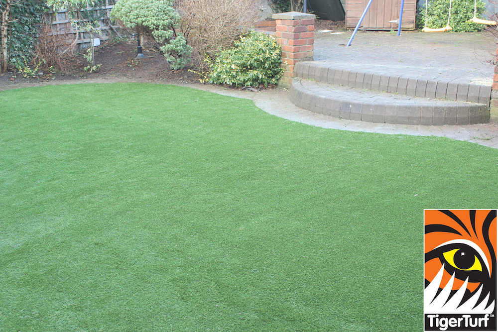 synthetic grass in family garden 28.jpg
