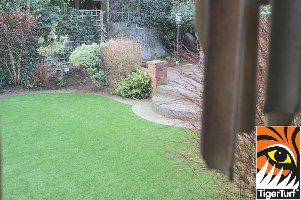 synthetic grass in family garden 123.jpg