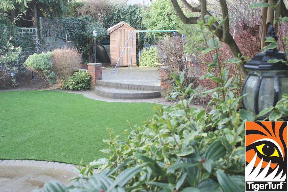 synthetic grass in family garden 106.jpg