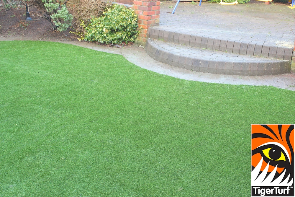 synthetic grass in family garden 40.jpg