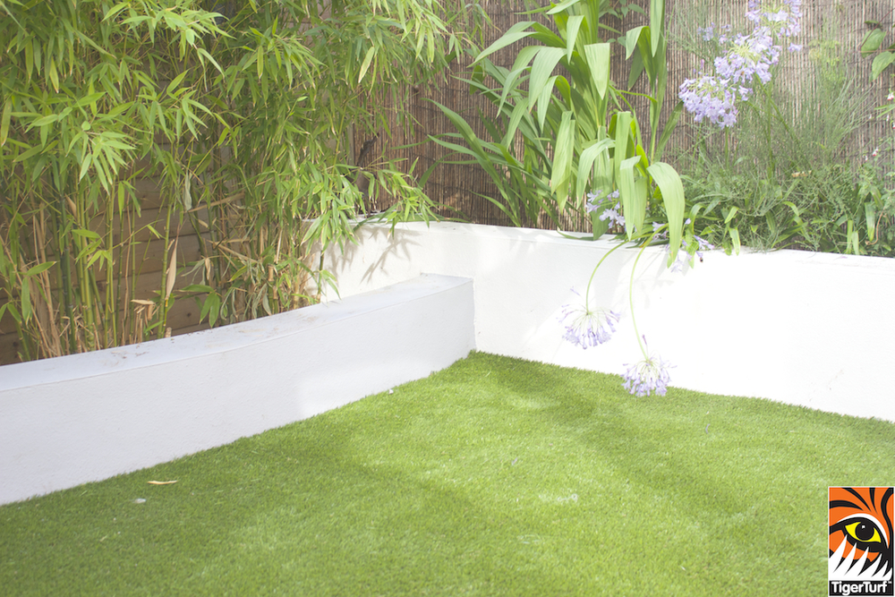 synthetic grass in family garden 31.jpg