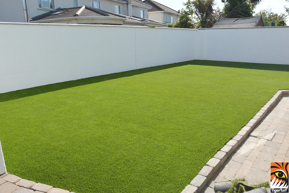 synthetic grass in family garden 10.jpg