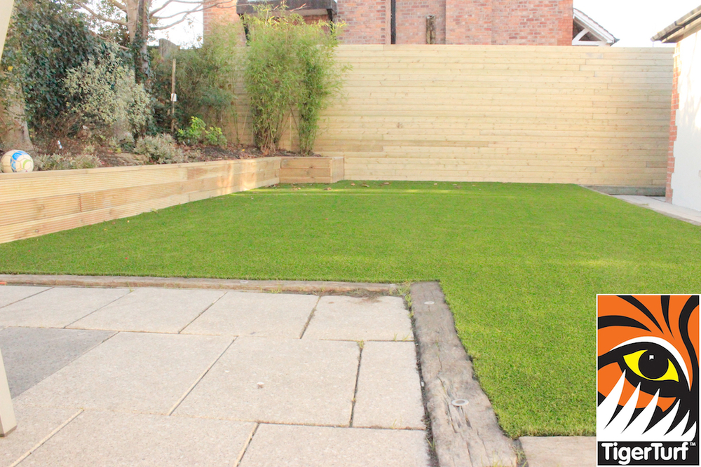 synthetic grass in family garden 119.jpg