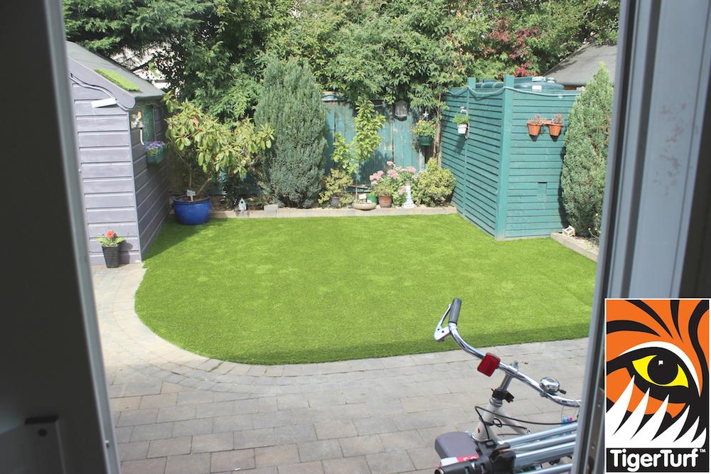synthetic grass in family garden 114.jpg