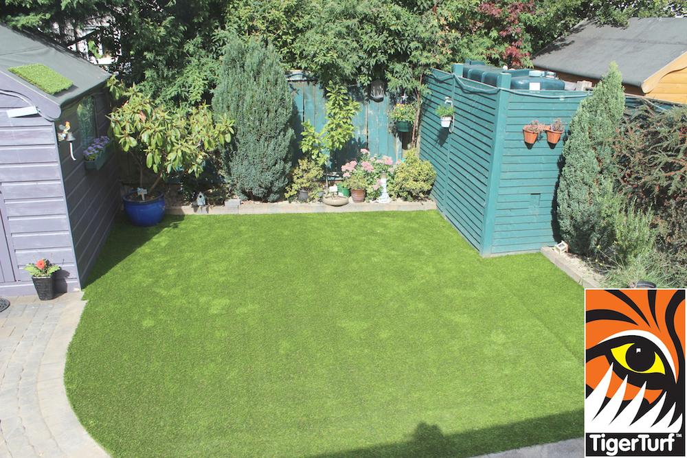synthetic grass in family garden 111.jpg