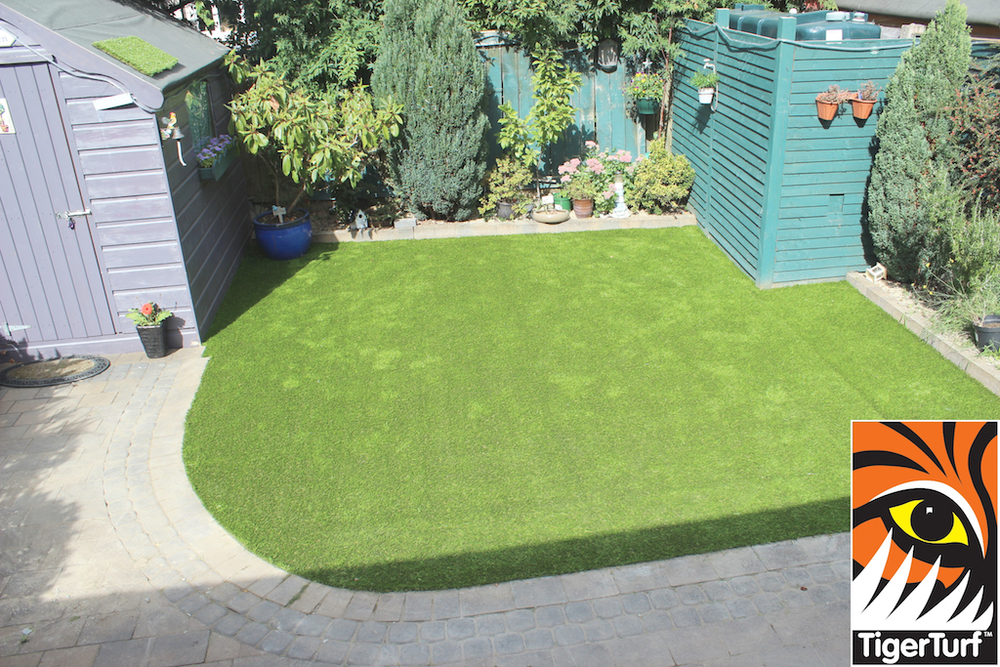 synthetic grass in family garden 110.jpg