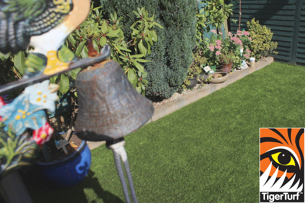 synthetic grass in family garden 29.jpg