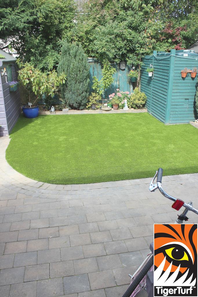 synthetic grass in family garden 116.jpg