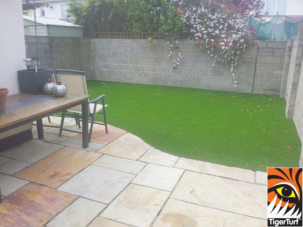 synthetic garden grass installation