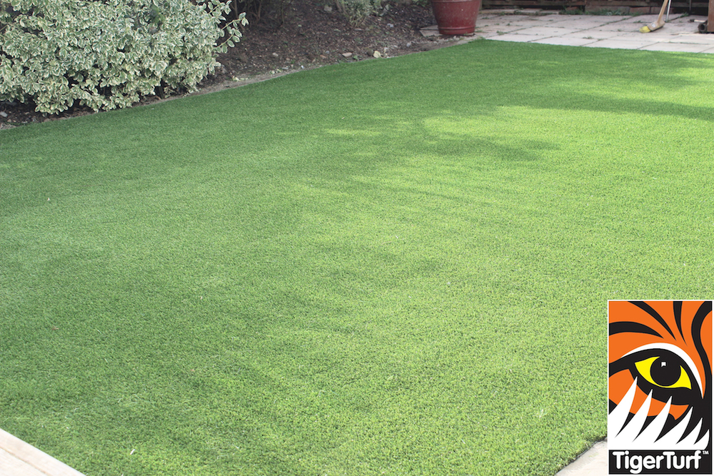 synthetic grass in family garden 64.jpg