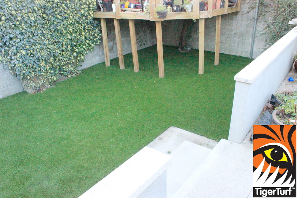 synthetic grass in family garden 19.jpg