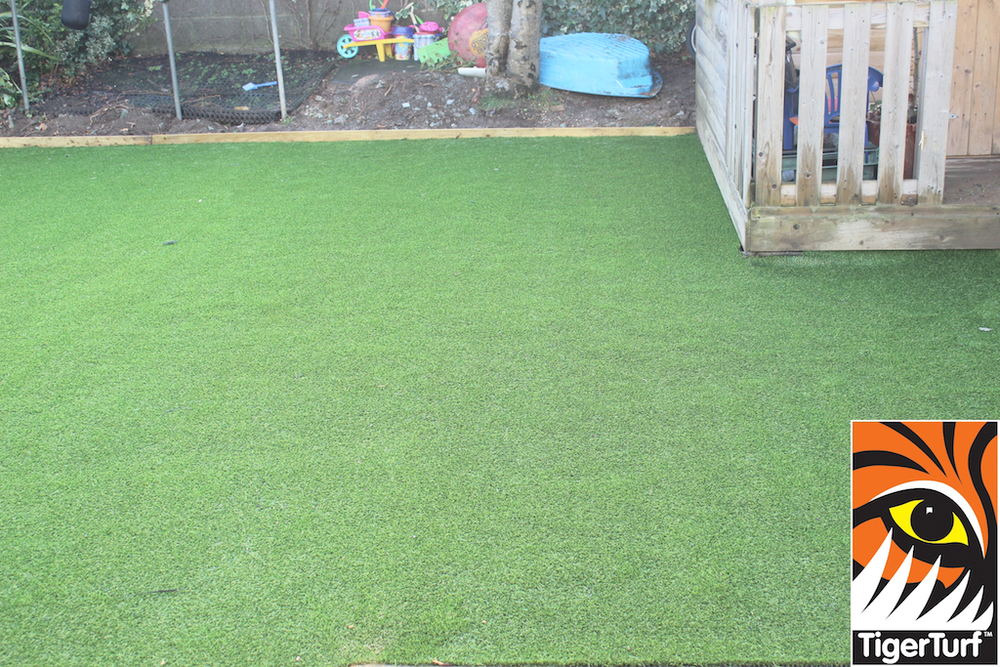 synthetic grass in family garden 17.jpg