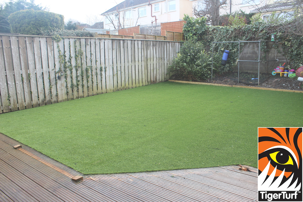 synthetic grass in family garden 77.jpg