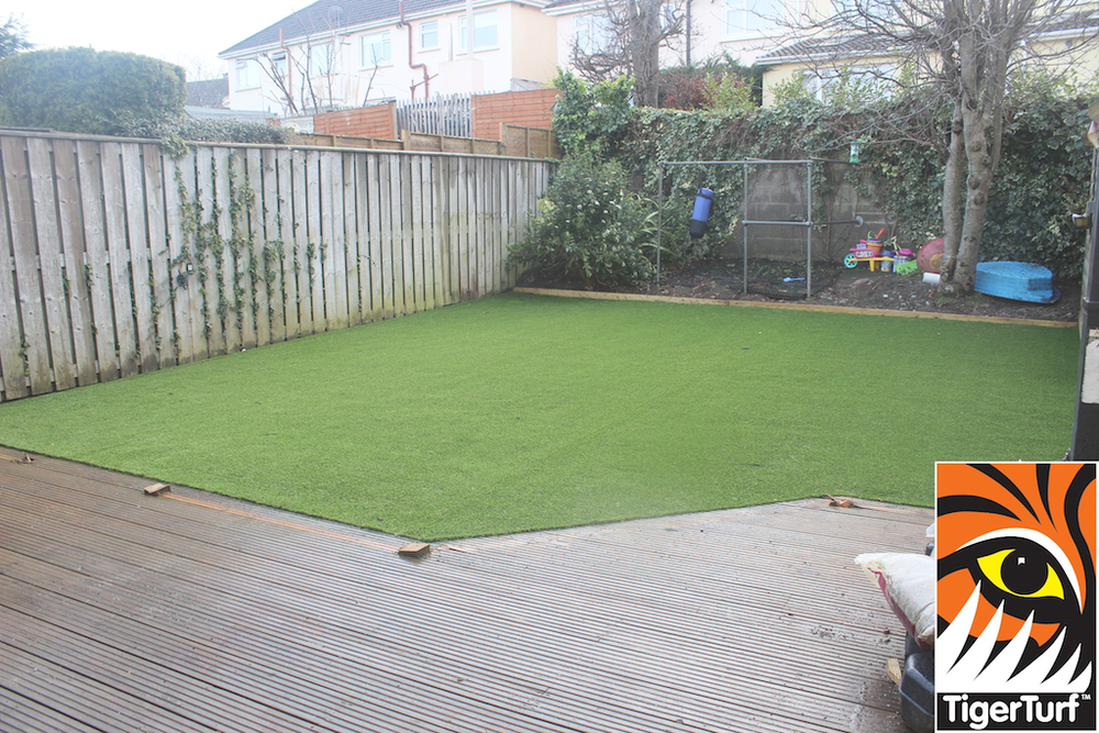 synthetic grass in family garden 79.jpg