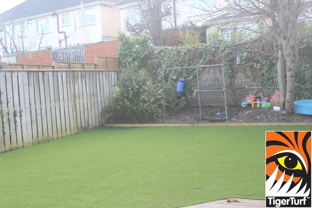 synthetic grass in family garden 88.jpg