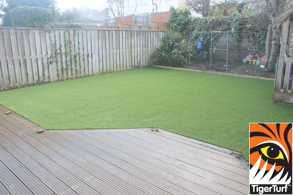synthetic grass in family garden 111.jpg