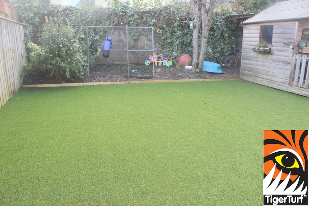 synthetic grass in family garden 114.jpg