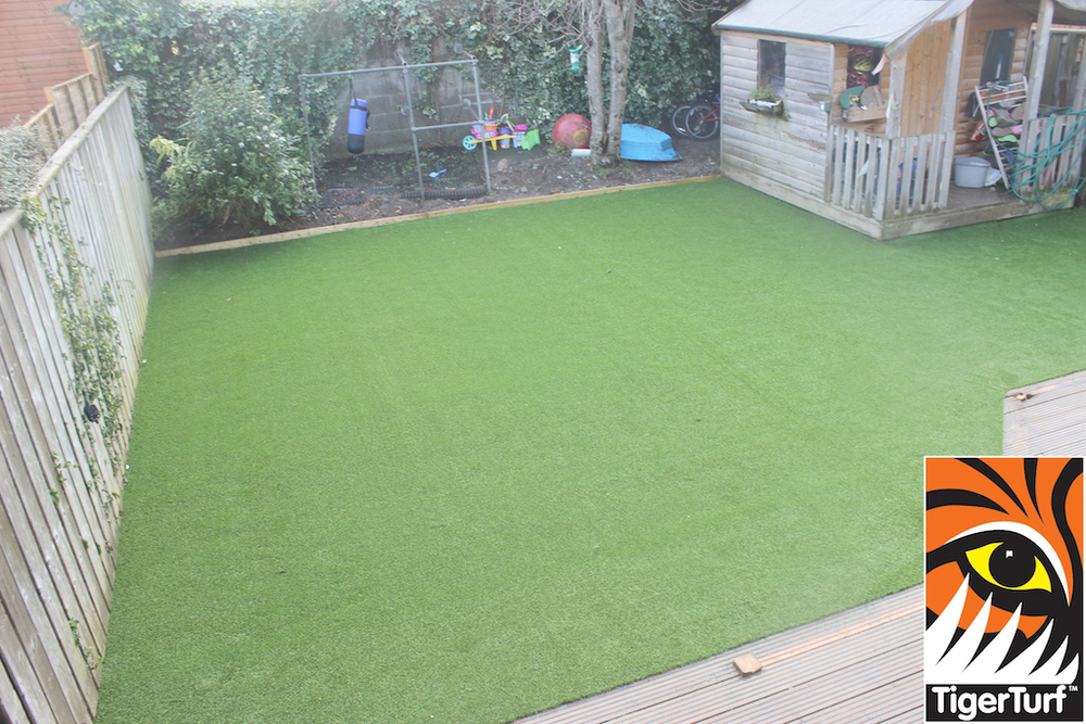 synthetic grass in family garden 130.jpg