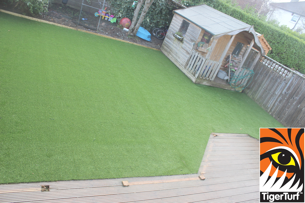 synthetic grass in family garden 131.jpg
