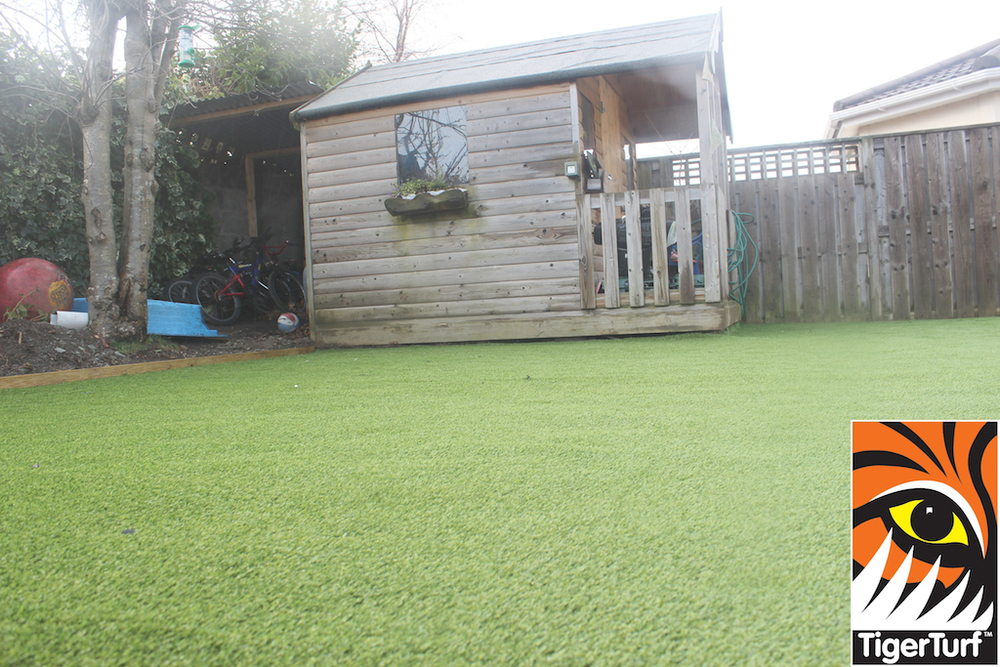synthetic grass in family garden 139.jpg