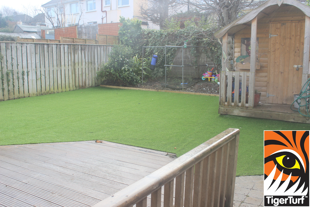 synthetic grass in family garden 166.jpg