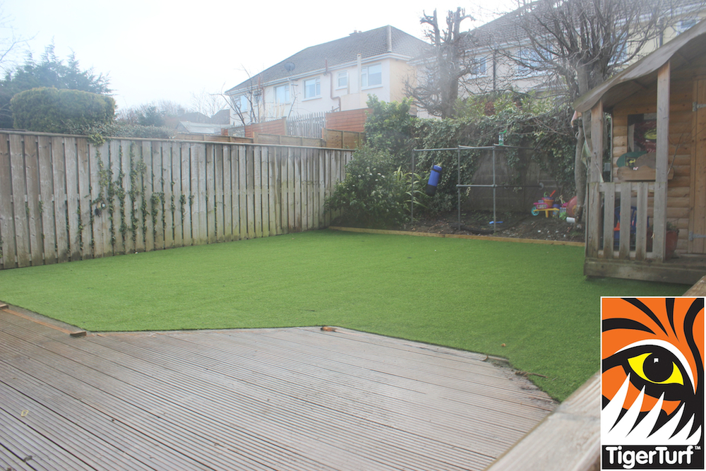 synthetic grass in family garden 170.jpg