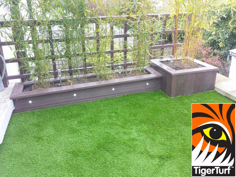 Synthetic grass on Balcony 15.jpg