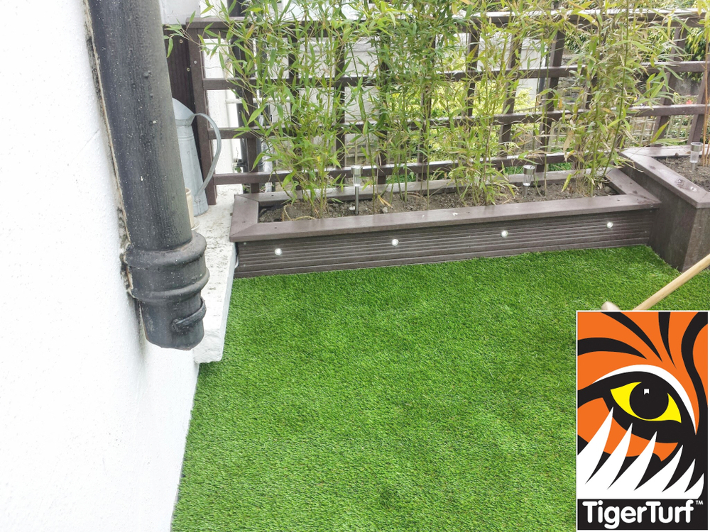 Synthetic grass on Balcony 21.jpg