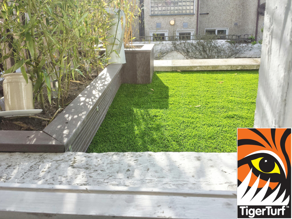 Synthetic grass on Balcony 1 (1).jpg