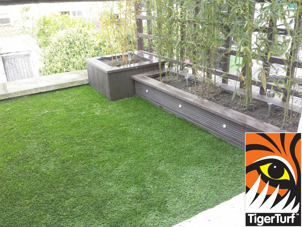 Synthetic grass on Balcony 1.jpg