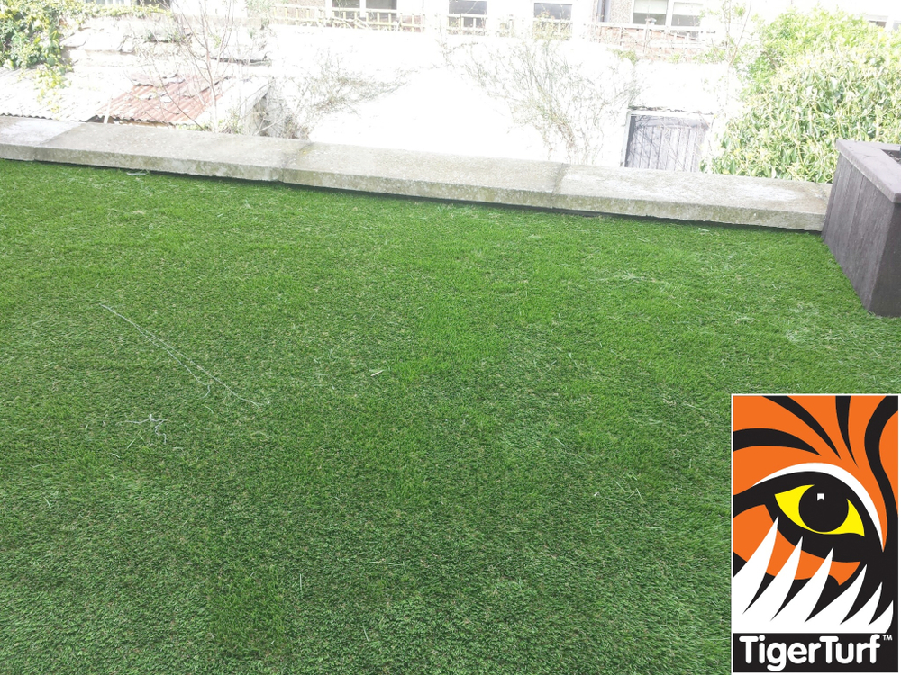 Synthetic grass on Balcony 5.jpg