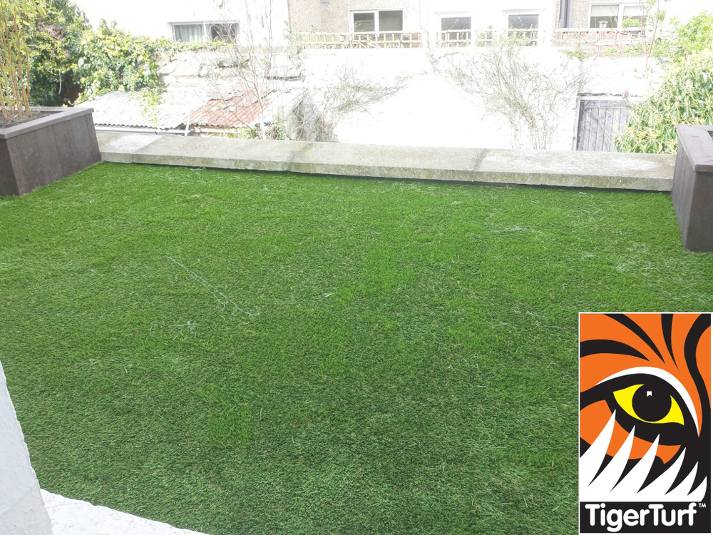 Synthetic grass on Balcony 6.jpg