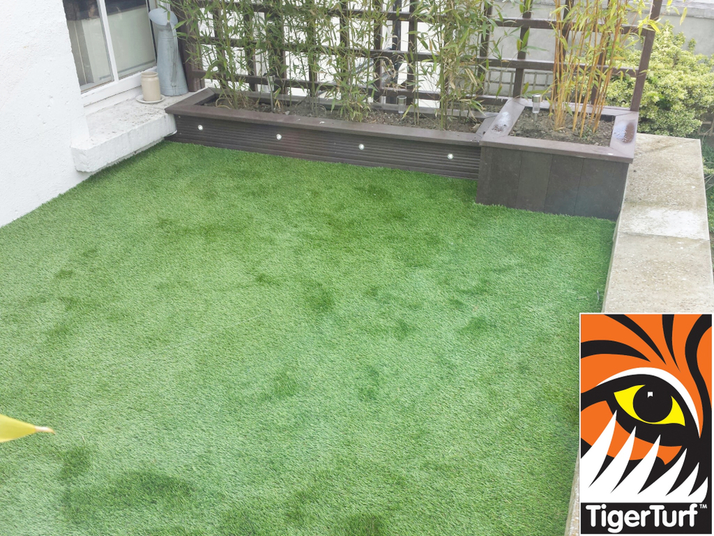 Synthetic grass on Balcony 9.jpg