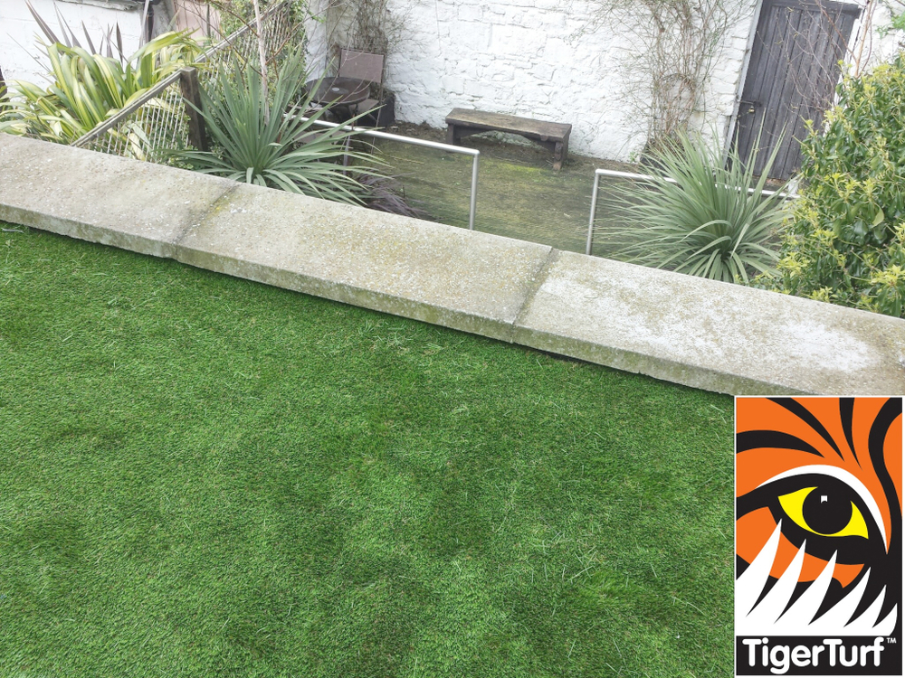 Synthetic grass on Balcony 18.jpg