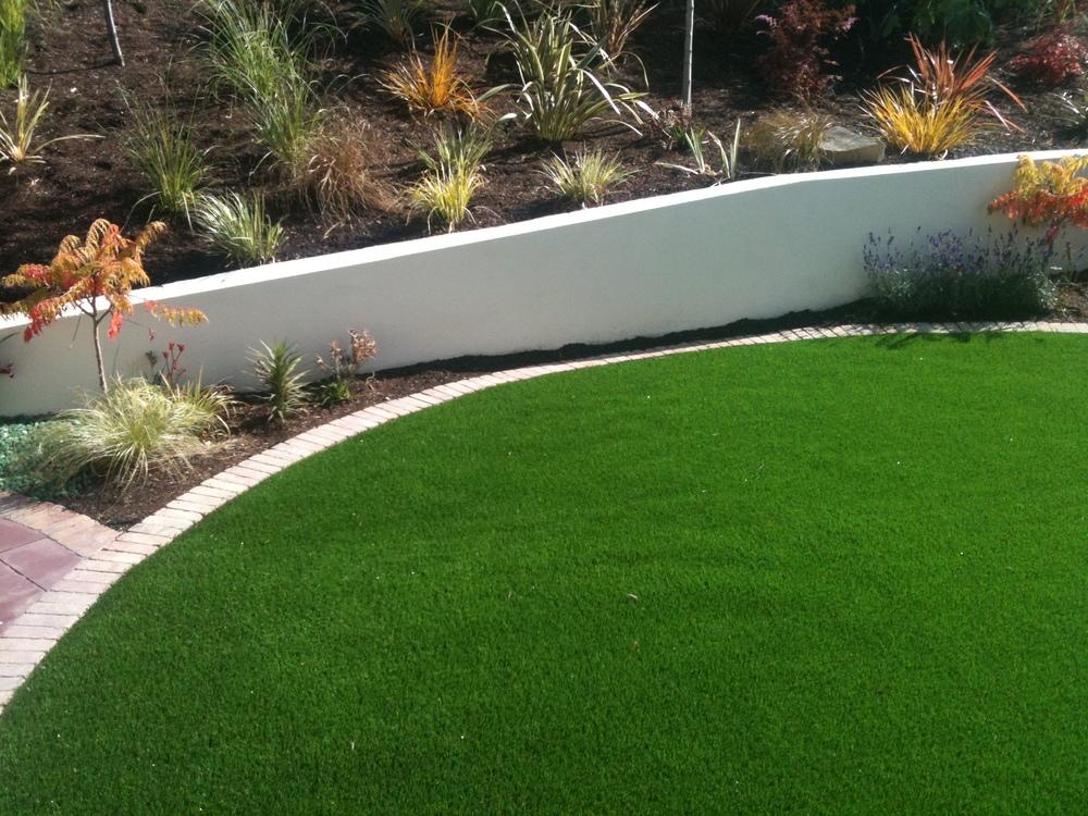 TigerTurf circle lawn and plants