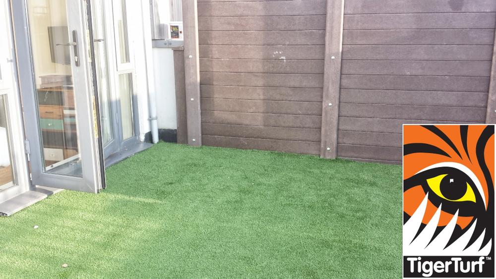 Synthetic grass on Balcony 12.jpg
