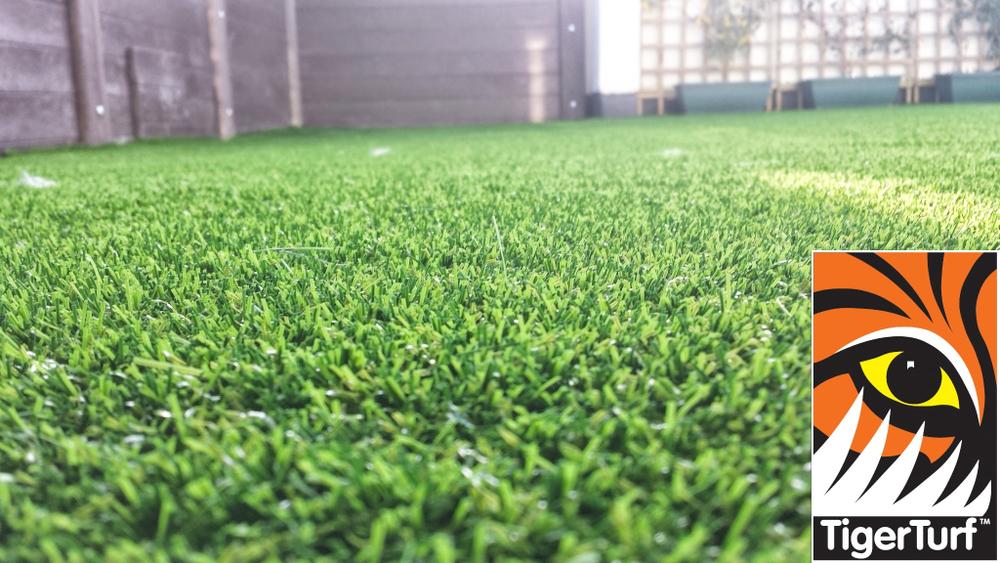 Synthetic grass on Balcony 8.jpg