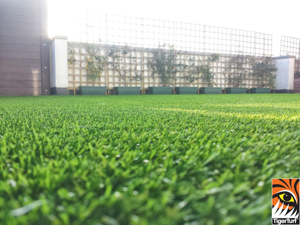 Synthetic grass on Balcony 24.jpg