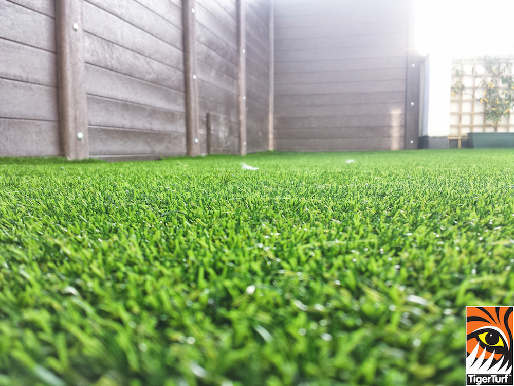 Synthetic grass on Balcony 21.jpg