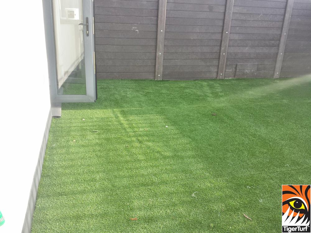 Synthetic grass on Balcony 12 (2).jpg