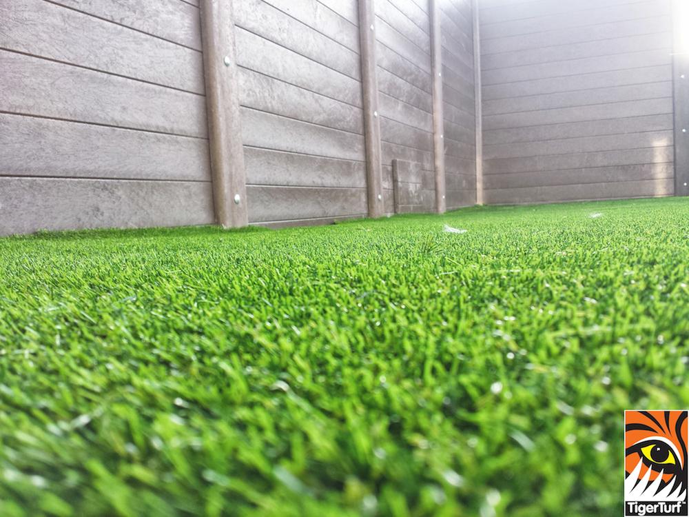 Synthetic grass on Balcony 22.jpg