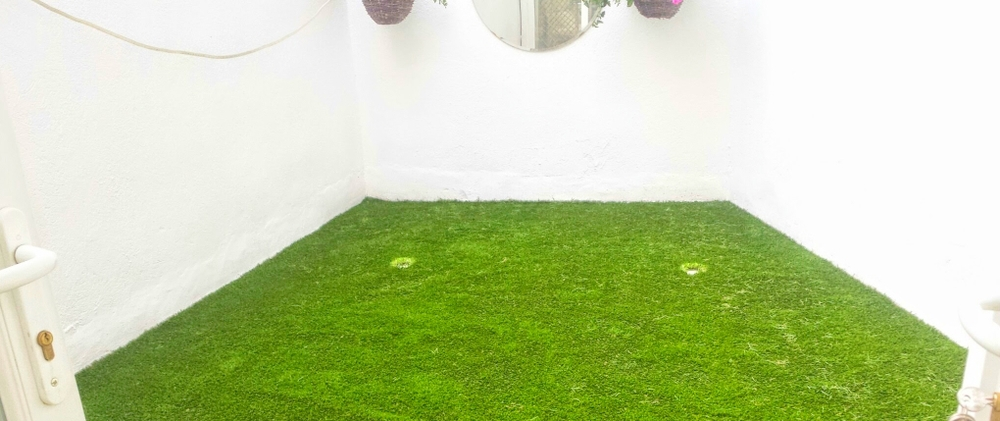 Synthetic grass on Balcony 2.jpg