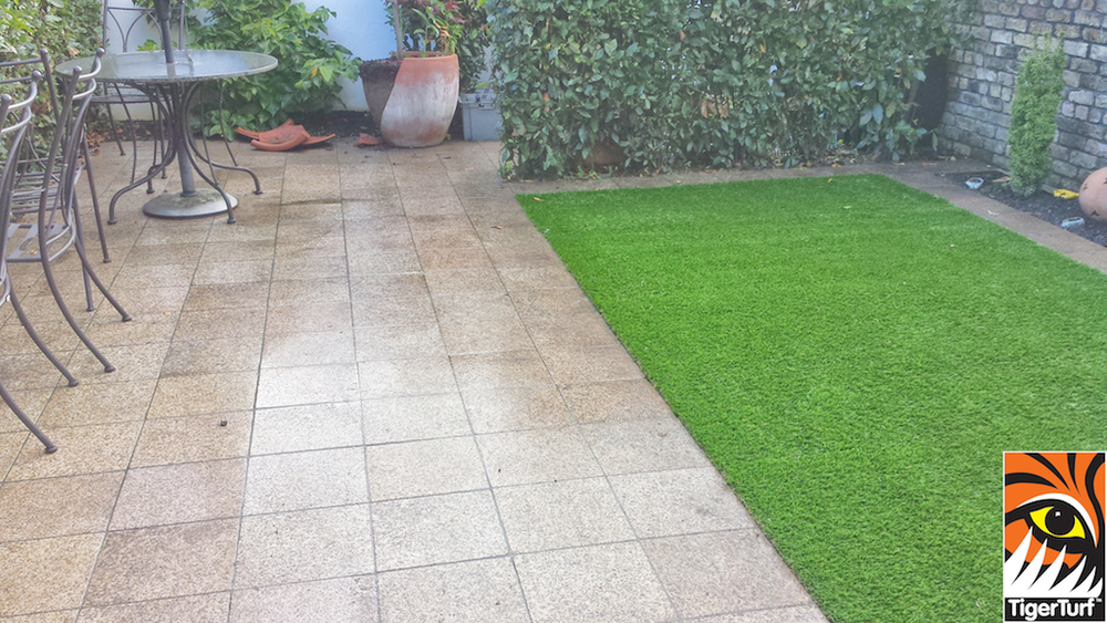 Synthetic grass in front lawn 80.jpg