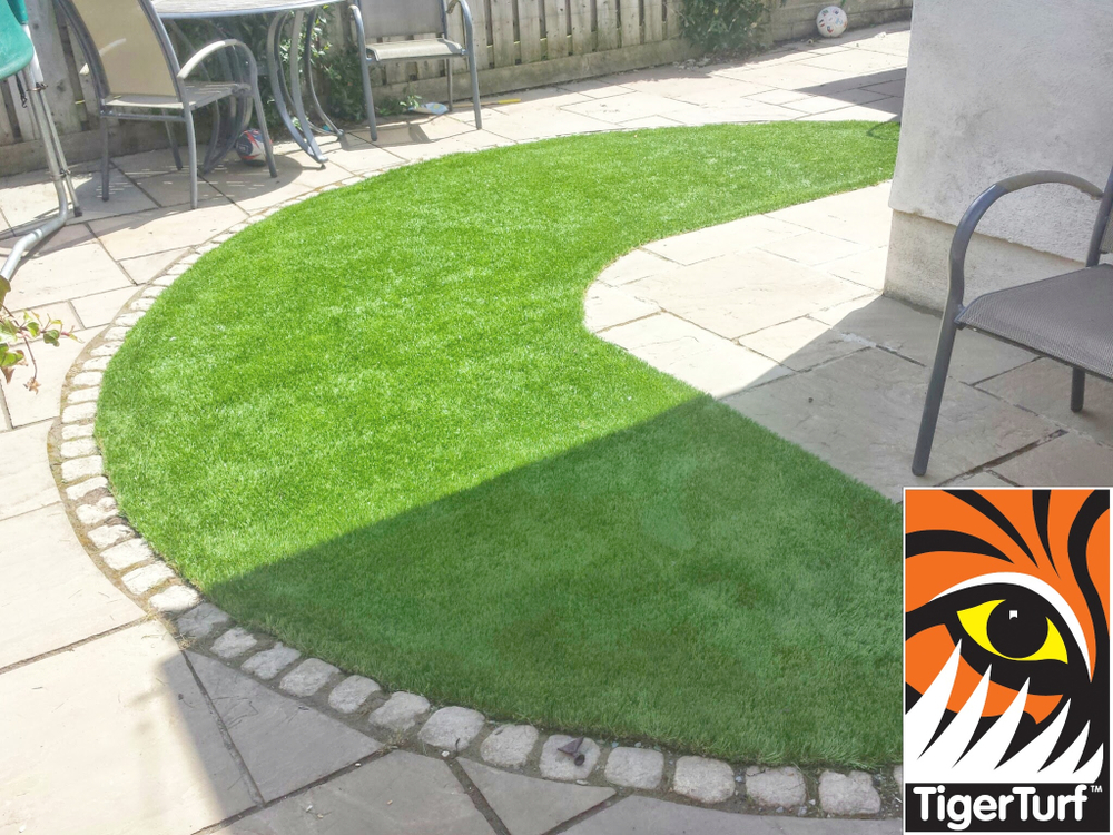 Synthetic grass in front lawn 22.jpg