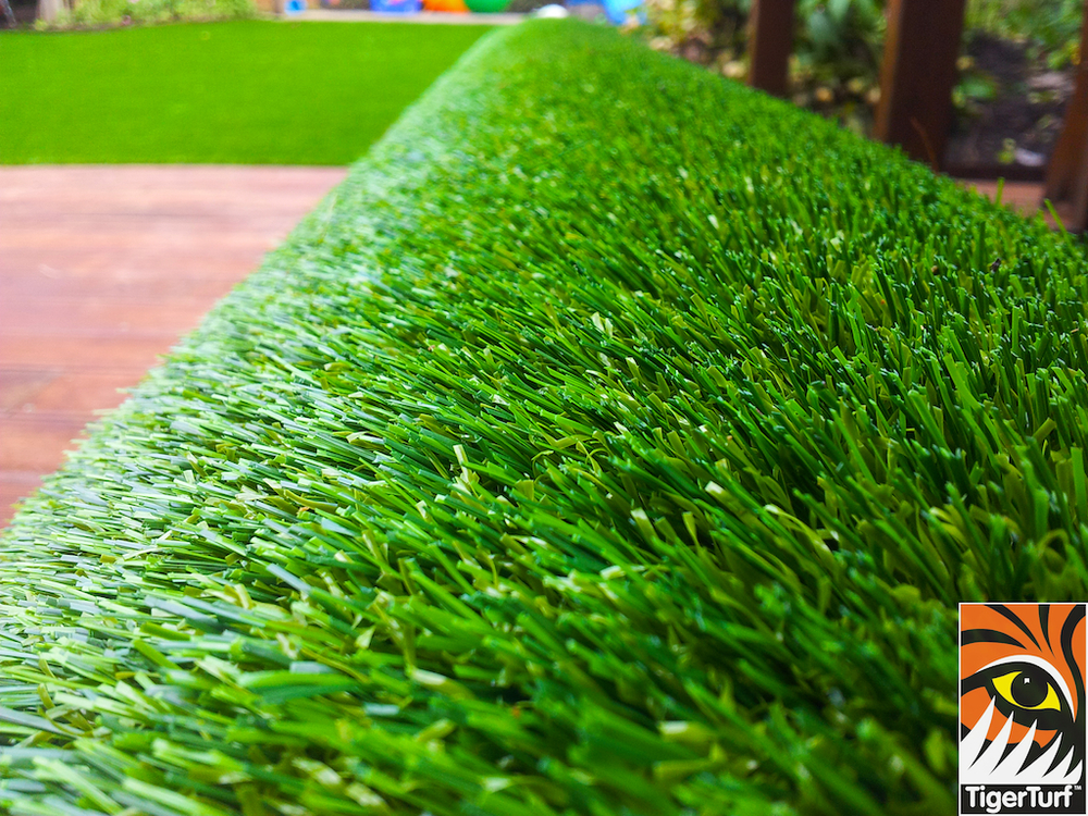 decking and lawn turf 681.jpg
