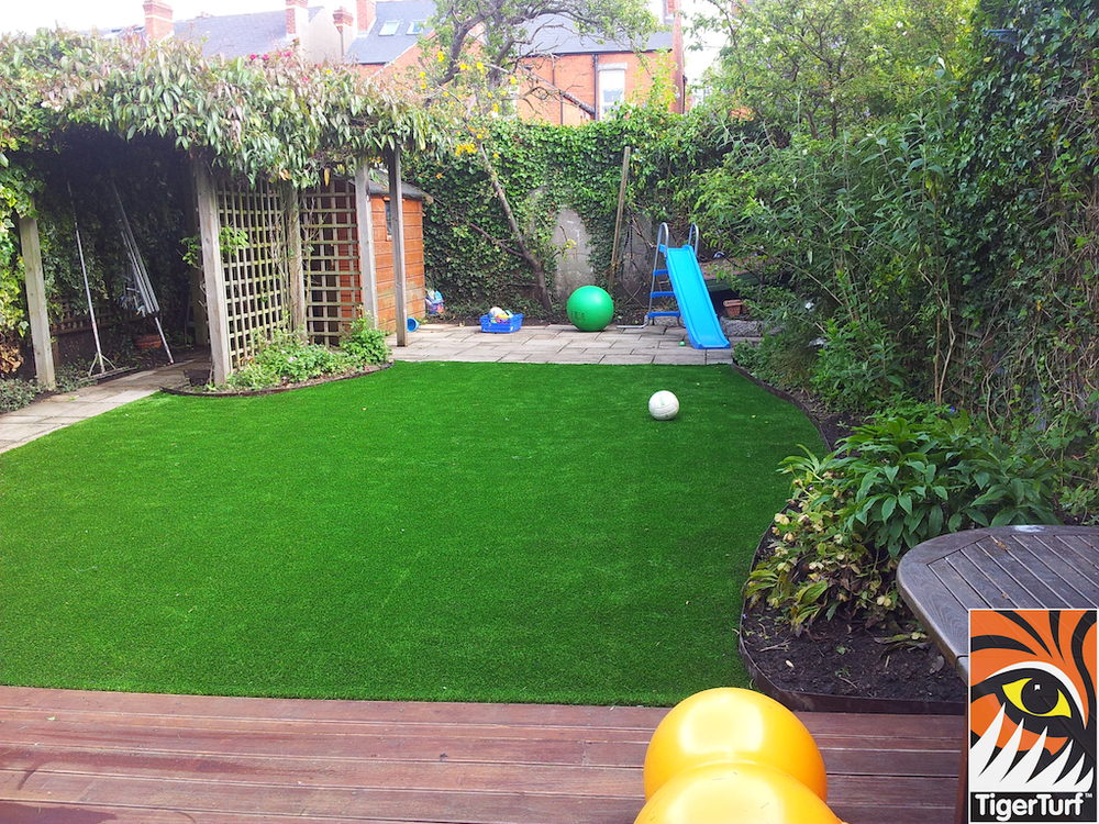 decking and lawn turf 683.jpg