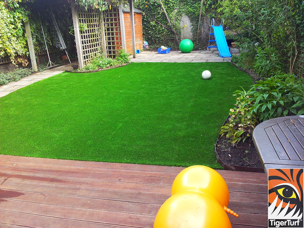 decking and lawn turf 691.jpg