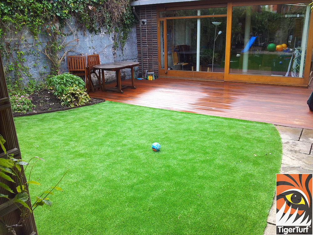 decking and lawn turf 727.jpg